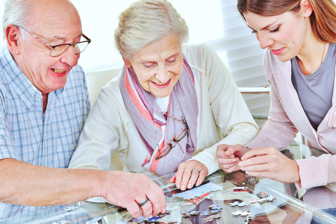 Unlocking the Benefits of Jigsaw Puzzles for Your Aging Loved One